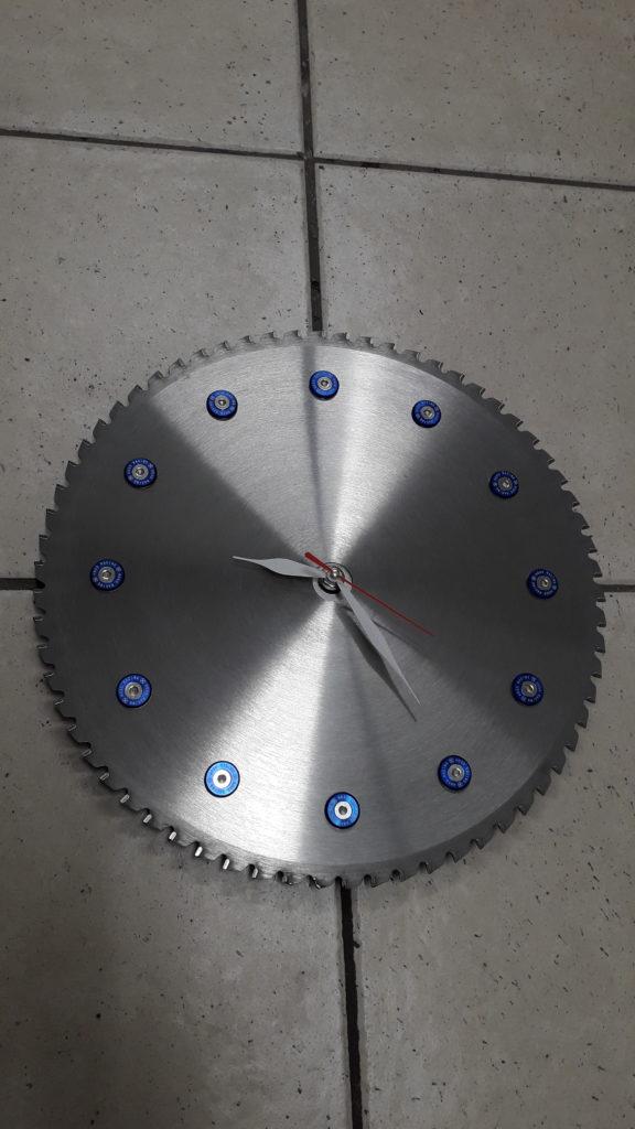 horloge sur disque tronçonner