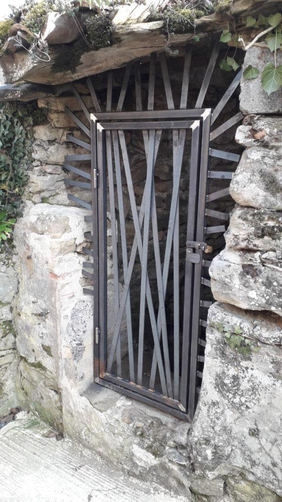 métallerie serrurerie grille porte acier brut