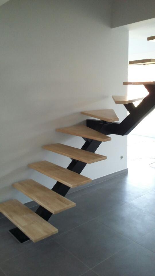 escalier 1/4 tournant limon central acier bois