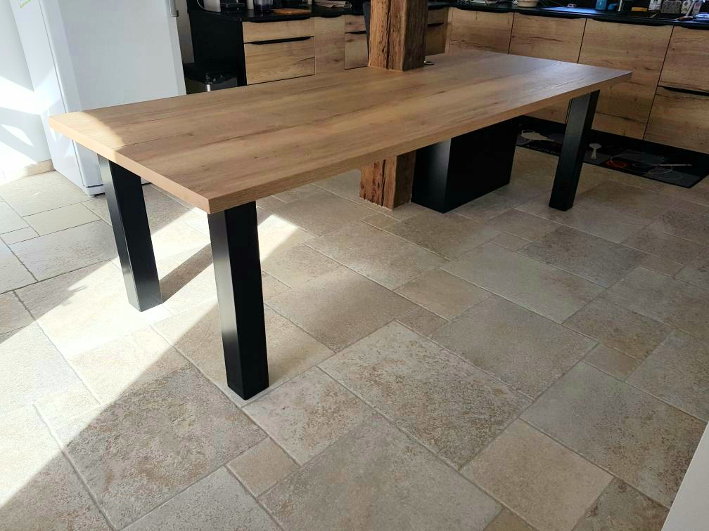 pietage de table acier et epoxy