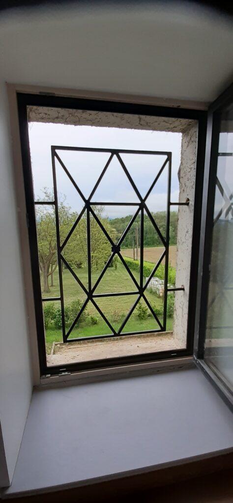 défense de fenêtre acier et epoxy