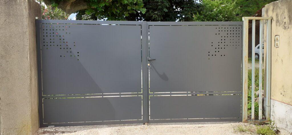 portail 2 battants acier et peinture epoxy